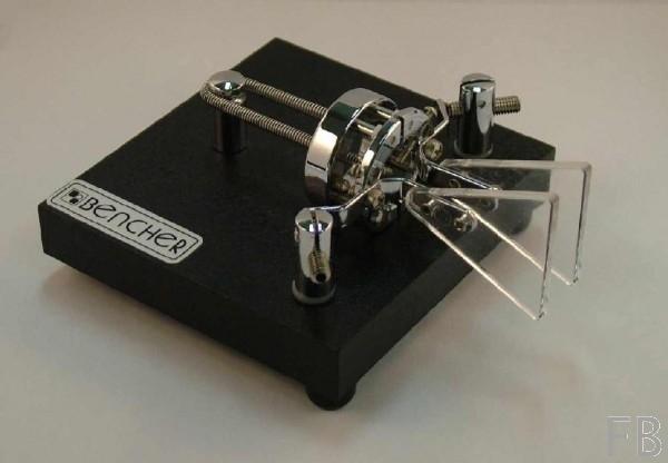 Bencher BY-1 Squeeze-Mechanik mit schwarz lackierter Grundplatte und Chromaufbauten